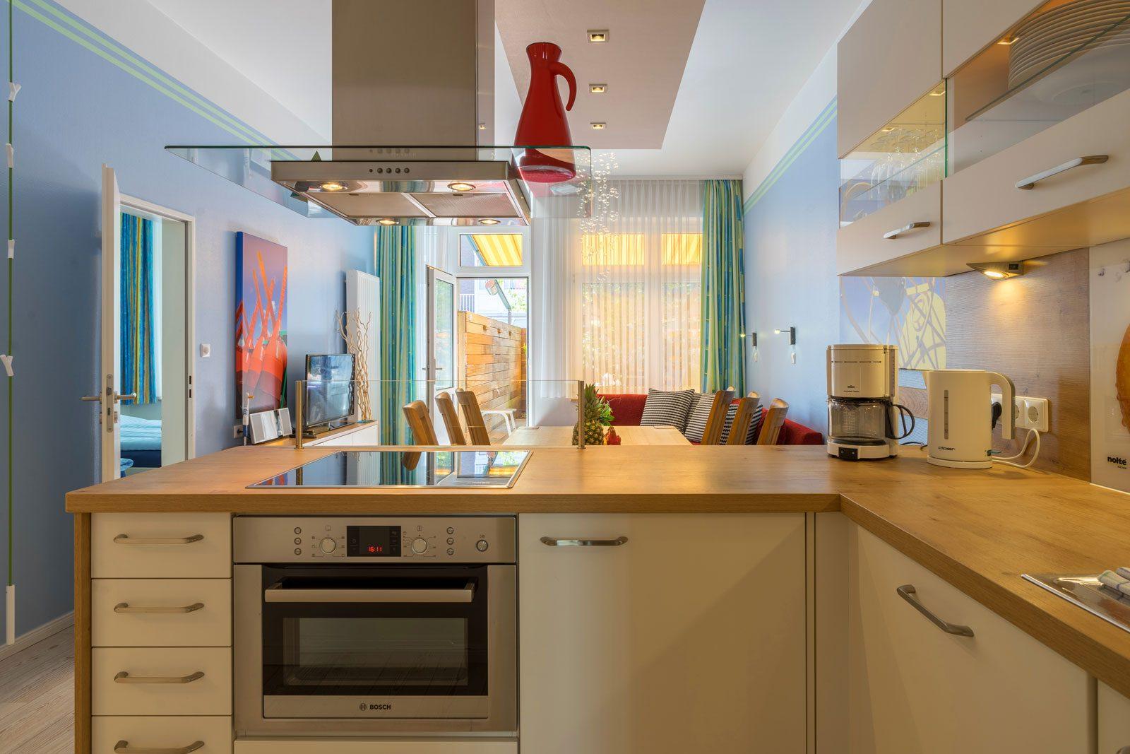 Küche Apartment Sonnendeck mit Blick auf Wohnraum und Terrasse