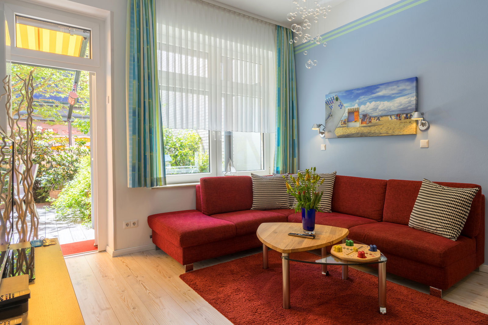Apartment Achterdeck, Wohnzimmer mit Blick auf Terrasse
