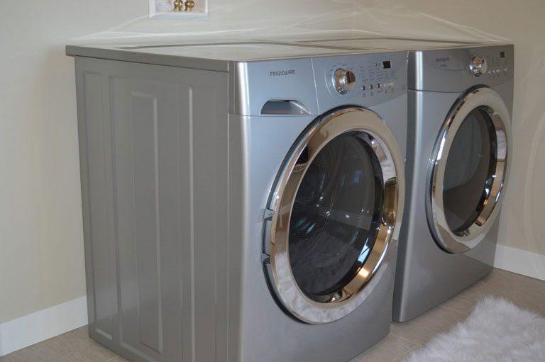 zwei Waschmaschinen