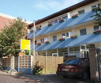 Frontansicht Elite Appartements circa 2004