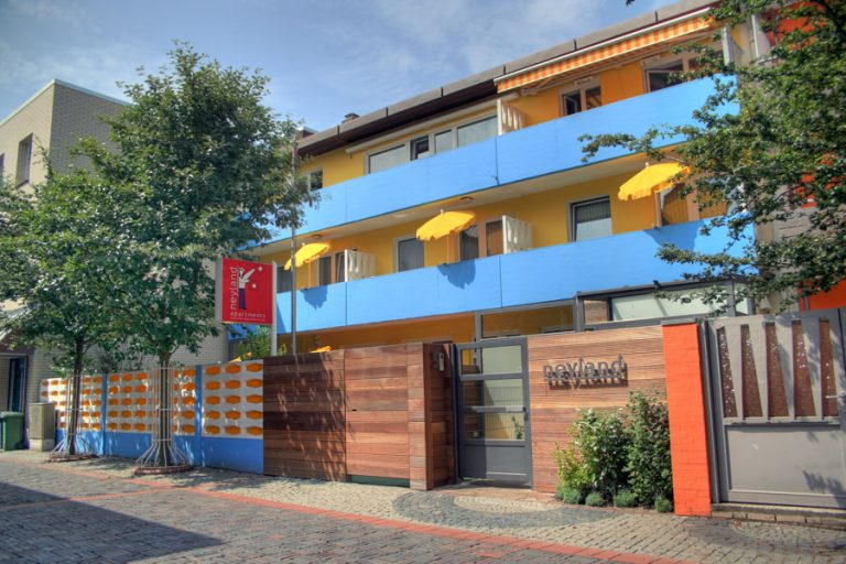 Frontansicht Neyland Apartments circa 2011