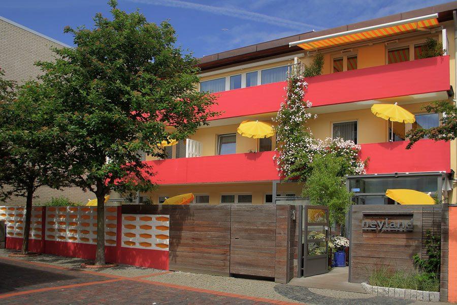 Frontansicht ney.land apartments ferienwohnungen
